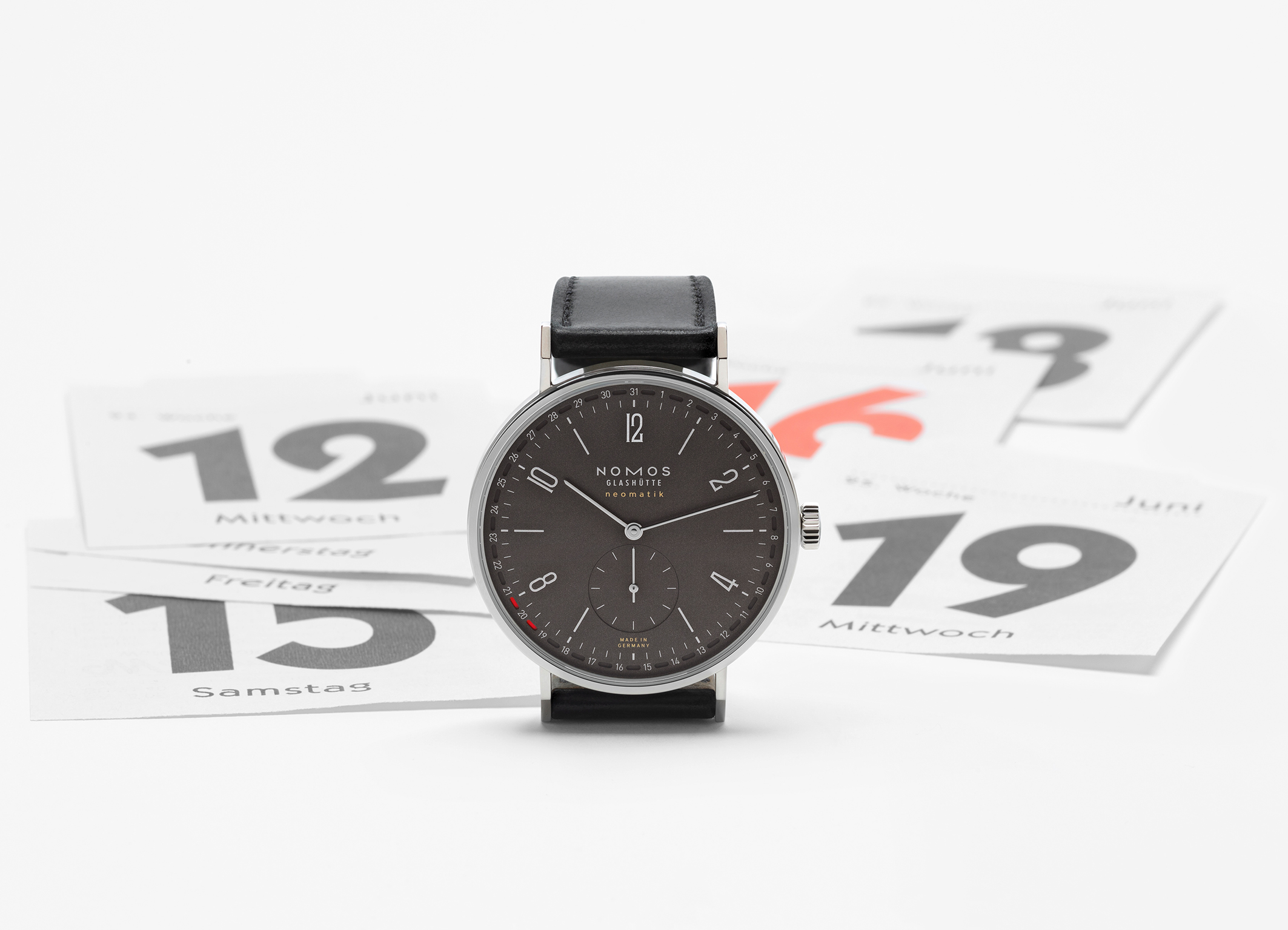 Mood picture of the NOMOS Tangente neomatik update with ruthenium dial.